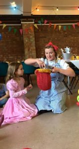 wizard-of-oz-themed-childrens-party-entertainer
