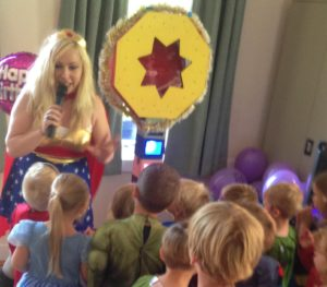 wonder-woman-themed-childrens-entertainer